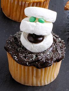 Mummy cupcakes.