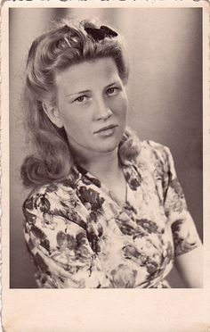 How cute is the little bow tucked into this 1940s German's gal's hair? #bow #woman #hair #1940s #forties #vintage #portrait