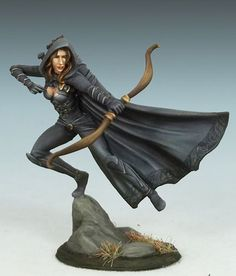 Female Rogue with Bow - Dark Sword Miniatures