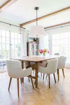 30+ Amazing Modern Farmhouse Dining Room Decorating Ideas