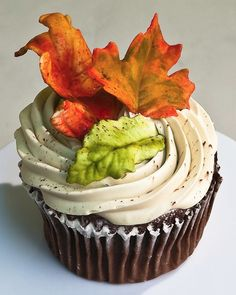 Fall Cupcakes. So making these fall leaves, autumn leaves, wedding cupcakes, autumn weddings, wedding cakes, fall cupcak, fall weddings, autumn cupcak, bridal showers
