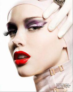 Make-up - White porcelain skin - Red lips
