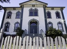 Famous School House From 'The Birds' Is Actually A Haunted Home (PHOTOS)