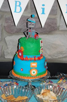 Coolest Robot Cake... This website is the Pinterest of birthday cake ideas