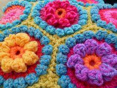 bobbl flower, bubbles, suz place, baby blankets, blanket patterns, hexagon pattern, flower tutorial, chunki bobbl, bright colors