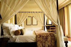 DIY Bedroom Furniture :DIY Canopy Bed : DIY Install a Canopy Bed Curtain