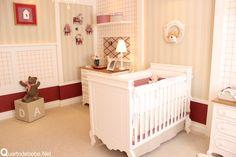 quarto de bebê vermelho e bege