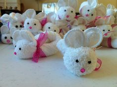 Easter bunny towel origami. Online video tutorial: http://foldingmagic.com/easter-crafts-for-children-easter-crafts-for-kids/ towel art, towel creations, idea, towel origami, towel fold, towel animals