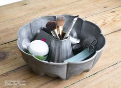 Antique cake pan for the perfect makeup storage / A little new old upcycled bathroom organizing via www.funkyjunkinte...