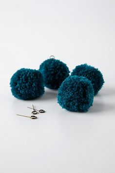 pompom Place card holder