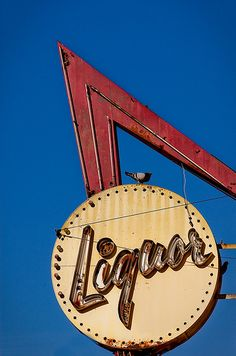 Liquor vintage neon