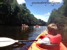 @BeckyMans shares her experience kayaking in the Palmetto Dunes lagoon, Hilton Head Island #family #travel