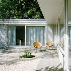 Atrium House by Bfs Design in Tiergarten Park, Berlin, small pebbles and smooth pavers | Remodelista