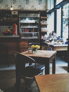 Zack's | London, perfect place to sit and talk or write :)