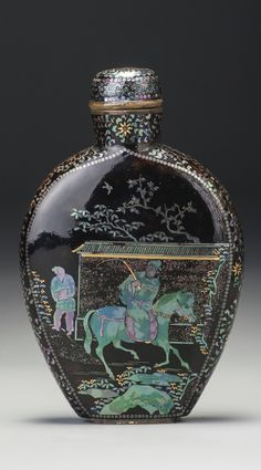 A LAC BURGAUTÉ SNUFF BOTTLE JAPAN, LATE 19TH / EARLY 20TH CENTURY