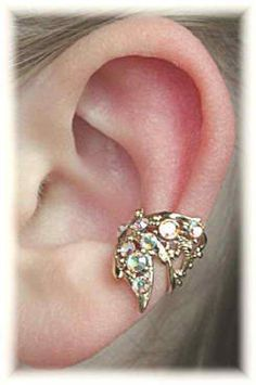 Fabulous ear cuff for brides without piercings.