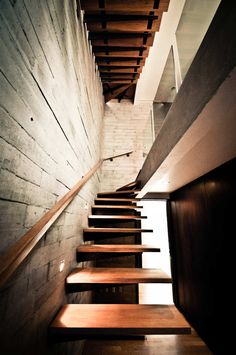 cantilever steps....Perugino 42 by Alfonso Frade Architect, Mexico City