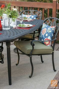 Pull up a chair and stay a while! Blogger Carrie Waller used the Hampton Bay Edington Outdoor Dining Set in her gorgeous patio makeover. || @Carrie Mcknelly Waller of Dream Green DIY