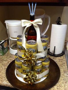 ******May try to make this for my husbands birthday!*****DIY Beer Can Cake!