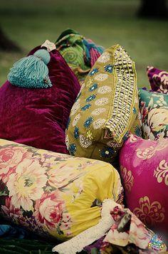 Bohemian design cusions.  Look at all the beautifull patterns and colour combinations.  Inspiring!  #Home #Interior #Exterior #Design #Decor ༺༺  ❤ ℭƘ ༻༻  IrvinehomeBlog.com