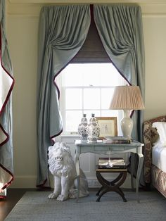 Love the drapes.