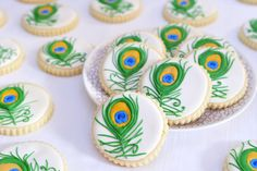 Love these amazing peacock feather cookies from Haniela's.  What a great site to see so many wonderful creations from such a talented baker!