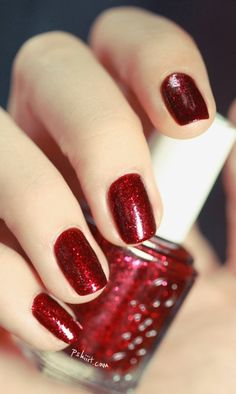 Sparkling leading nail polish style inspiration