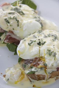 Eggs benedict with Minted Hollandaise