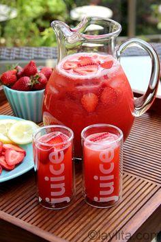 Strawberry lemonade made using the blender