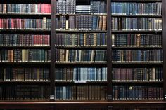 """These books are gorgeous and glamorous!  As RZoe would say about a garment, I say about these shelves, """"I die!"""" #library #organized_by_color"""