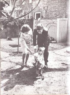 Jackieblog - american-nostalgia: Family time in the Kennedy...