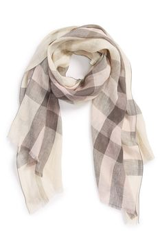 Cute Burberry linen scarf for summer evenings