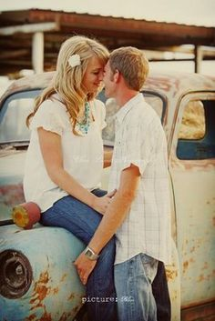 This would be so cute as an engagement picture idea. Love it!