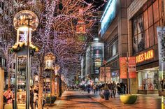 Night scene of the 16th Street Mall in Denver lit up for the holidays.