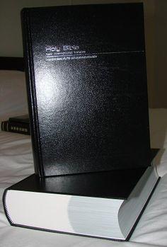 Thai - English Bible / Black Hardcover / Bilingual Bible