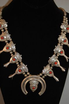 Sweet Vintage Navajo Sterling Silver Coral Squash Blossom Necklace
