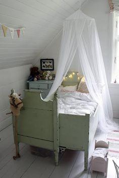 Dreamy vintage room