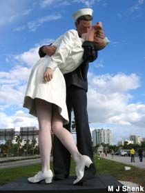 the kiss, kiss statu, statues, sailor kiss, sarasota fla, sarasota florida