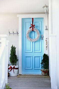 beach cottage wreath on blue door
