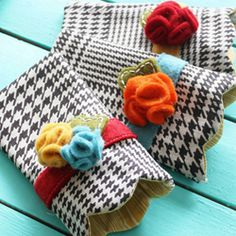 Keep your shades scratch-free this summer by stitching up a scalloped sunglasses case. Full pattern and tutorial.