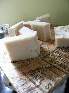 making your own laundry detergent and soap