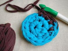 MAKE | HOW TO – Crochet a Rag Rug from Old T-Shirts