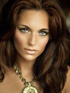 beautiful makeup & hair.