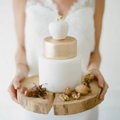 Sugar Plum Cake http://www.vogue.fr/mode/inspirations/diaporama/10-instagram-special-mariage/18594/image/997557#!sugar-plum-cake