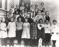 Ronald Reagan (second row, far left, with hand on chin) with his fourth-grade class in Tampico, Illinois, May 12, 1920.