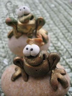 *POLYMER CLAY ~ Frogs on the Rocks :o), via Flickr.