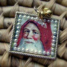 An easy #DIY #Christmas pin with #vintage appeal.
