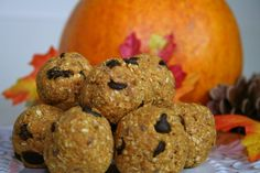 Healthy snacks on the go- Pumpkin Energy Balls (No-bake) #recipes #snacks #pumpkin