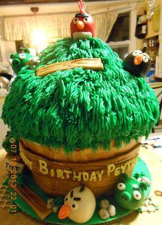 giant cupcake Angry Bird cake