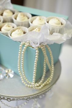 breakfast at tiffany's buffet THE BOX THE PEARLS AND WHITE AND TIFFANY BLUE ROSES----TABLE DECOR